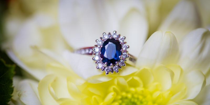 5 Beautiful Diamond & Sapphire Engagement Ring Designs