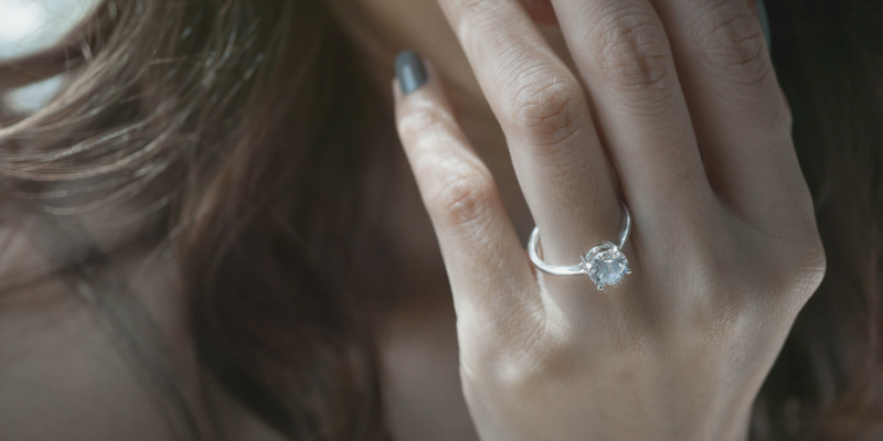 how to wear engagement ring