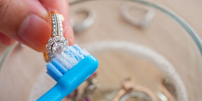 remove dirt from jewellery