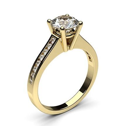 Bague de fiançailles standard solitaire épaulé diamant serti 4 griffes rondes et rail