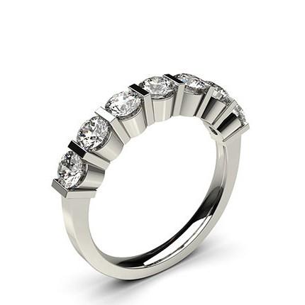 Sieben Diamanten in einer Balkenfassung