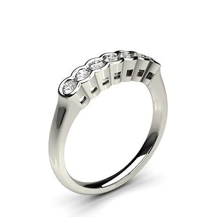 Sieben Diamanten in einer halben Zargenfassung