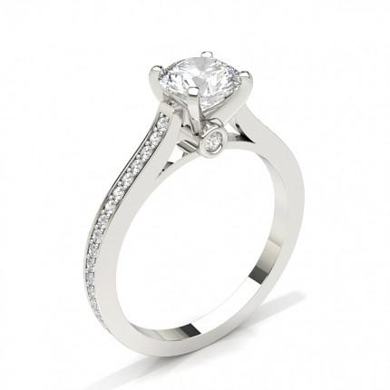 Diamant Verlobungsring in einer Krappenfassung mit Schulter Diamanten