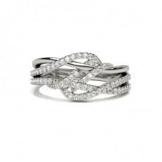 Runder Fashion Diamantring in einer Krappenfassung